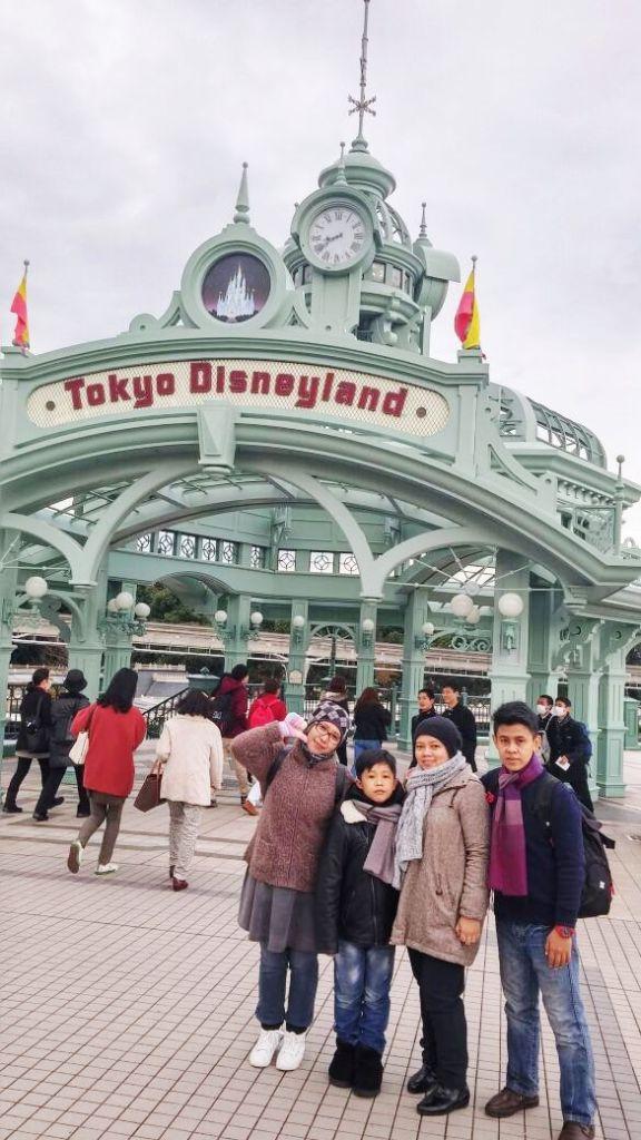 tour ke jepang tokyo disneyland pengenliburan