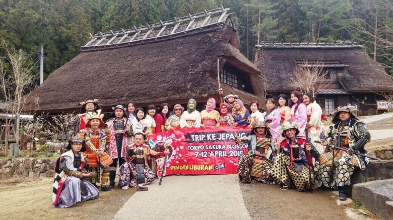 Foto Peserta Paket Tour ke Jepang di Kawaguchi Lake