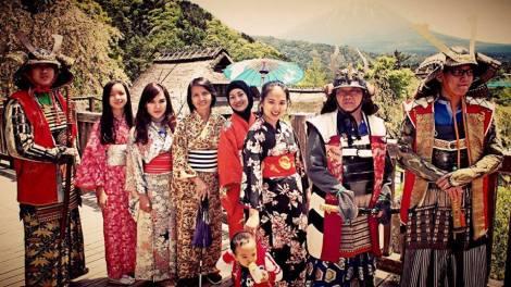 paket wisata jepang mei 2016 menggunakan kimono dan baju samurai di fuji