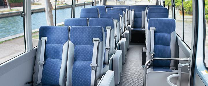 sewa-micro-bus-di-jepang-interior-kursi