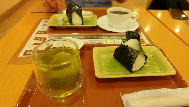 onigiri-salmon-di-sapporo-station