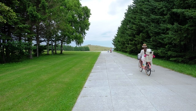 wisata-jepang-moerenuma-park-bersepeda-bersama-keluarga