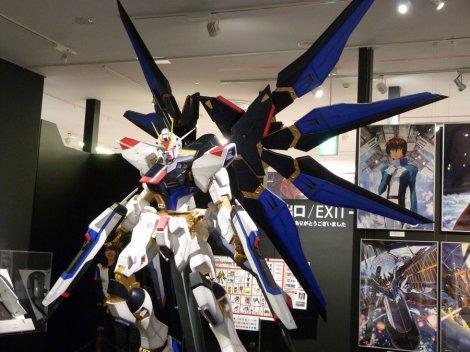 strike_freedom_gundam_at_gundam_front_tokyo_by_kagekabuki-d7871u4
