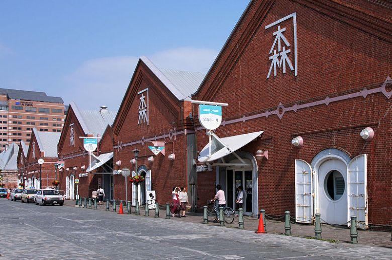 800px-Kanemori_Red_Brick_Warehouse_Hakodate_Hokkaido_pref_Japan04n